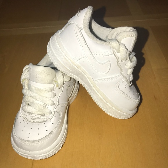 huge discount 6bae9 14c1e Nike Air Force 1 Low Kids Basketball Shoe White